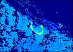 На фото, полученном со спутника через 5 недель после начала эксперимента, виден шлейф протяженностью 150 км. Он образовался в результате флюорисценции фитопланктона, удобренного железом.