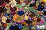 Фотография клинопироксенита в петрографическом микроскопе, николи скрещены