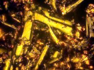Основная масса оливинового базальта, кристаллы плагиоклаза