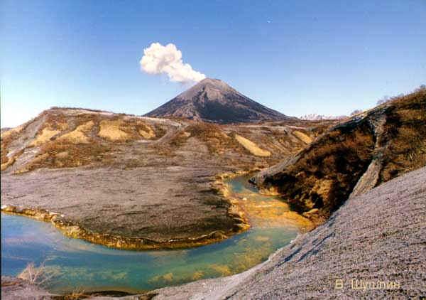 Вулкан Эбеко активизируется