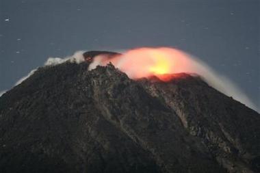 вулкан Мерапи на грани извержения