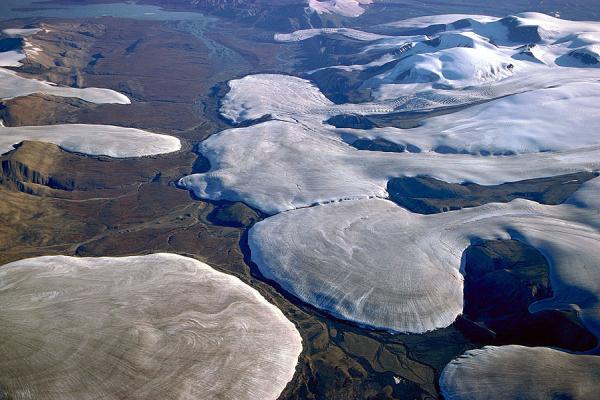 Ледники, выходящие на предгорную равнину.