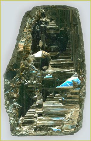 Регенерированная поверхность скола кристалла пирита, высота 8см. Берёзовское м-ние, Средн. Урал, фото/колл.: В.Слётов