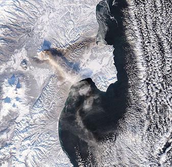 Эксплозивное извержение вулкана Шивелуч