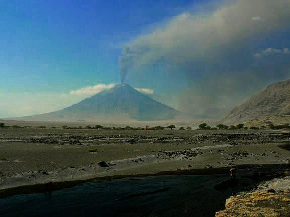 Извержение вулкана Ол Доиньо Ленгаи, 4 сентября 2007 г., фото: http://picasaweb.google.de/Kliegelbert/LengaiSeptember2007?authkey=zDRXQeuuDks