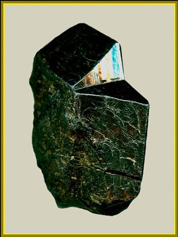 Двойник касситерита, 4см. Фото: Copyright (с)В. Слётов, 2006.